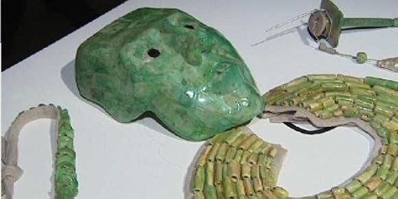masque et bijoux Maya