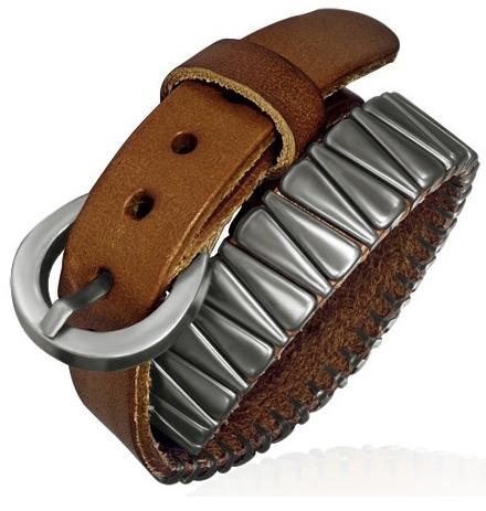 Bracelet en cuir : attention quand même si des parties métalliques touchent la peau.