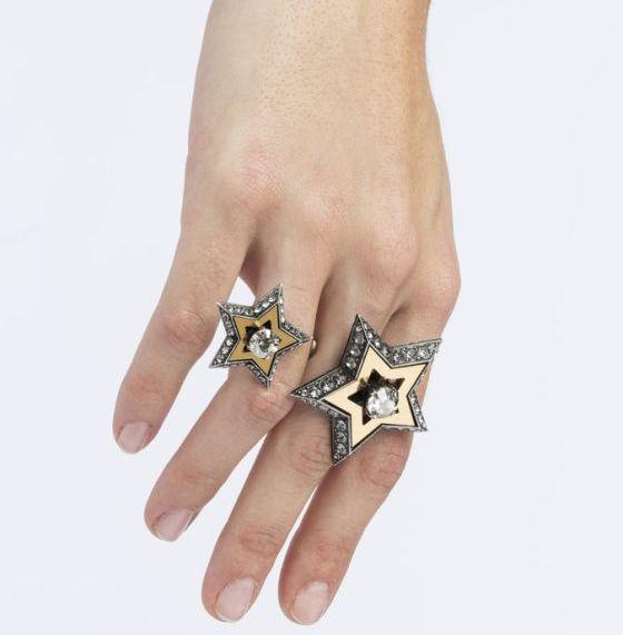 Bague à deux étoiles, craquante non ?
