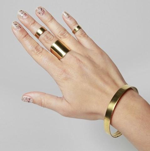 Comme des sœurs, et avec le bracelet qui va bien.