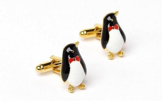Et bien sur les boutons de manchette Pingouin !