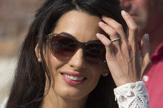 Quand tu te marie avec Georges Clooney tu as droit à une belle alliance en diamant !