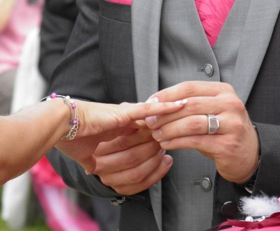 Doigt bague mariage homme