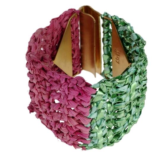 Un bracelet en raphia, c'est déjà plus durable
