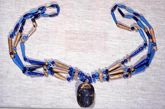 Collier en perles de verre et bois