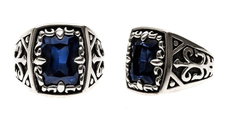 Chevalière de style époque victorienne avec une pierre bleu