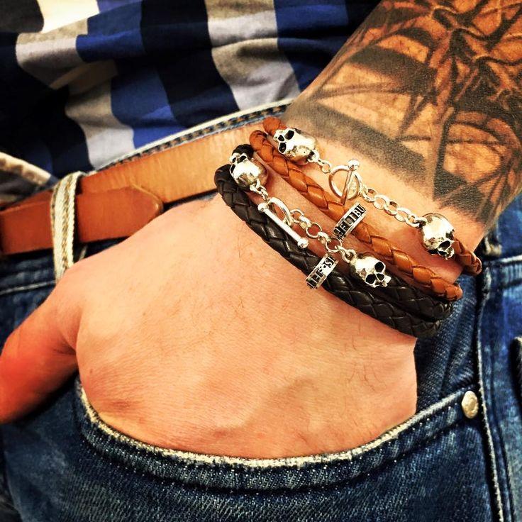 Bracelet en cuir ornée de tête de mort en argent massif